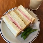 68395611 - ハムのサンドイッチ