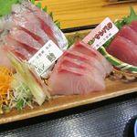 山田屋食堂 - 刺身3点盛り定食 1400円