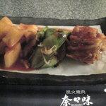 焼肉 奈々味 - キムチ盛り合わせ