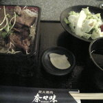 焼肉 奈々味 - 焼肉重 680円