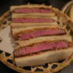 68403356 - ブリカツサンド(シャトーブリアンとル・シュクレクールのパンドミのサンドイッチ)