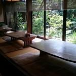 皿屋 福柳 - 中庭の緑を真横で楽しめるお座敷(全3テーブル)