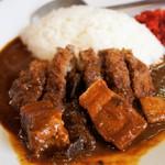 スワチカ - メンチカツカレーには豚バラ角切り肉ゴロゴロ