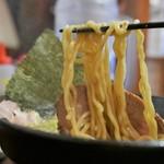 らー麺 鉄山靠 - 麺(太麺)リフト