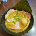 らー麺 鉄山靠 - 料理写真:こくまろ醤油とんこつ(味玉・チャーシュー)950円