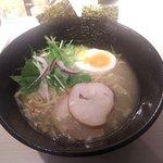 鷄そば処 かしわ - 濃厚鶏塩(細麺変更)(上から)