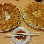 68411457 - テーブルを埋め尽くすかのごとく…餃子祭り!