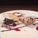 68413791 - デザート(イチゴのムース、チョコレートのアイスクリーム)