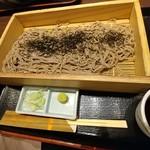 地酒とそば・京風おでん 三間堂 - 石臼挽き板蕎麦 680円