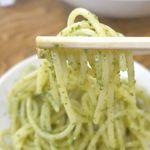 大衆イタリアンかね子 - 「大葉とベーコンのジェノベーゼ」は、大葉の清々しい香り、チーズのコク、ベーコンの塩気と旨味がパスタにマッチ!茹で加減もちょうどよいアルデンテ仕上がり!