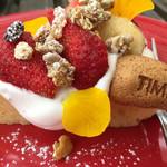 ビストロアンドカフェ タイム - イチゴのタルト♫ タルトの生地はクッキーではなく、厚みのある生地で生クリームとの相性バッチリ!