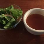 グリーンハウスアクア - ランチのサラダとスープ
