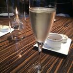 68419466 - 乾杯のスパークリングワイン