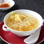 センス - 海老ワンタン入り 香港細麺のスープヌードル