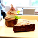 オリーブオイルとソフトクリームのお店 EVERYDAY OLIVE - 本日のケーキとソフトクリームセット