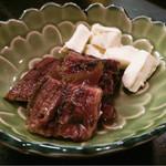 ひょうたん屋 - 鰻ワイン煮(チーズ添え) 650円
