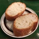 ボラーチョ - マッシュルームガーリックに付くバゲット