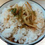 麺匠 呉屋 - 小ライス(100円)追加し、スープ投入!