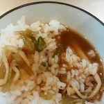 麺匠 呉屋 - ライスにスープ投入 アップ!