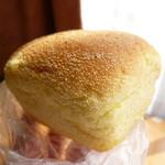 ベーカリーカフェ DELINA - 塩バターコーン200円→100円