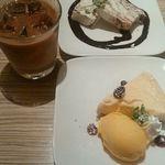 アネア カフェ - クリームチーズとチョコレートのセミフレッド~イタリアンアイスケーキ & ライチのチーズケーキ~マンゴーアイス添え~ & アイスソイラテ