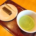 桜井甘精堂 北斎亭 - 料理写真:抹茶と栗ようかん(570円)