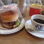 肉が旨いカフェ NICK STOCK - モーニングメニューはドリンク料金+モーニングセット100円とお得になってました。  私はホットコーヒー380円とニックバーガー100円の480円のセット。