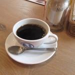 肉が旨いカフェ NICK STOCK - お店には朝刊も置いてあっんで先ずはホットコーヒーをいただいてゆっくり。