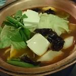 老辺餃子館 - ○餃子鍋2,700円梅雨時に鍋(^^)