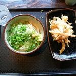 讃岐うどん 雷鞭 - 私の醤油うどん320円と野菜の天ぷら100円