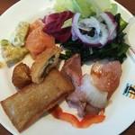 Ocean table - 料理写真:サラダ、ローストビーフ等