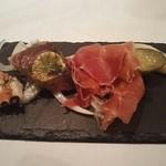 68440876 - 前菜 (左から)焼き蛸、カツオのたたき、パルマ産生ハム、自家製ピクルス