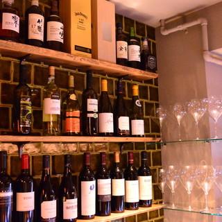 グラスで愉しめるワインは常時赤3種、白3種