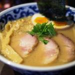 九段 斑鳩 - 特製らー麺