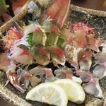 山のかおり 炭処姪浜 - アジの活き造りです。 プリプリで美味しい♪