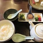山のかおり 炭処姪浜 - 名物の鯛茶漬けです。 これで500円。