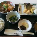 レストラン富士 - 料理写真:2017年6月12日(月)のサービスランチ「焼さば&肉じゃが」