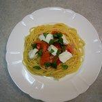 スパゲティハウス This-1 - 料理写真:モッツァレラチーズとフレッシュトマト  ¥1,000