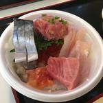 青森魚菜センター - 中トロもあるし これも1200円分