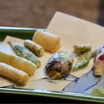 柳家 - 夏野菜の天婦羅(おくら、茗荷、空豆、ズッキーニ、山独活、 ヤングコーン、小茄子、いんげん)