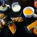 M's Dining - 料理写真:2011.2 「MIRAIランチ」(2200円)~メイン「デザートの盛り合わせ」&コーヒー