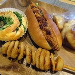 みんなの大ぱん - 料理写真:ほうれん草ベーコンの包み焼きロール170円 チーズチキンカツ260円 ミニクロ100g150円 ハリケーンポテト150円