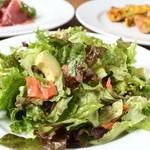 Chapeau Melon - スモークサーモンとアボガドのサラダ