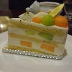 ホテルグランヴィア大阪 ロビーラウンジ - メロンとチーズのプレミアムショートケーキ