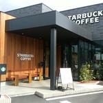 スターバックスコーヒー - お店の前
