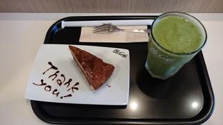 マックカフェ バイ バリスタ - グリーンスムージーM + チョコレートタルト(ケーキセット) 660円