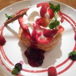 68471202 - 旬の苺とベリーのフレンチパンケーキ パイ包み焼き