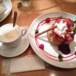 68471203 - 旬の苺とベリーのフレンチパンケーキ パイ包み焼き