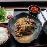 韓軽食 カフェ ビー・エフ・エイチ - 「プルコギ」(880円)。甘いプルコギと辛いキムチのバランスが絶妙な韓国ランチ!