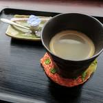 韓軽食 カフェ ビー・エフ・エイチ - ランチに+200円でドリンクも。ホットコーヒーをいただきました。